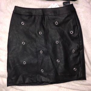 Super cute leather skirt from H& M .